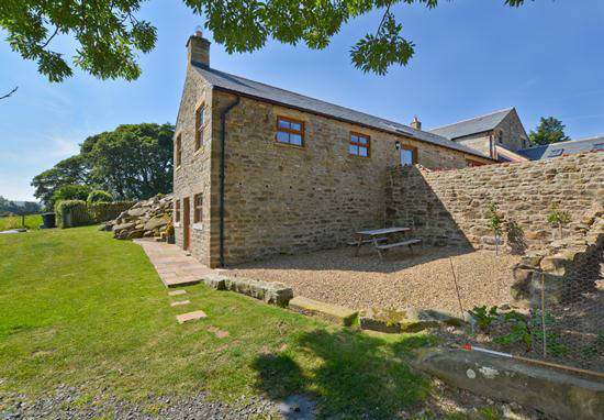 Curlew Cottage self catering accommodation near Hexham and Hadrians Wall - garden with picnic table and wonderful views over the Hexhamshire